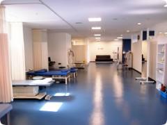 リハビリ室最新のリハビリ機器を備えたリハビリ室は250㎡を越え、広いスペースでゆったりと治療が受けられます。